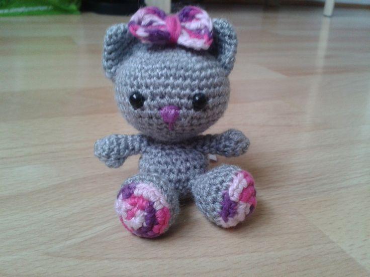 Petit chat rose et gris en crochet porte cl chat en - Clef a laine ...