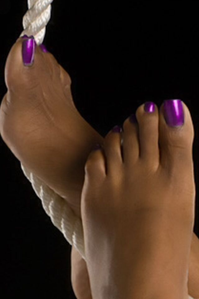 Pretty feet and toes 4
