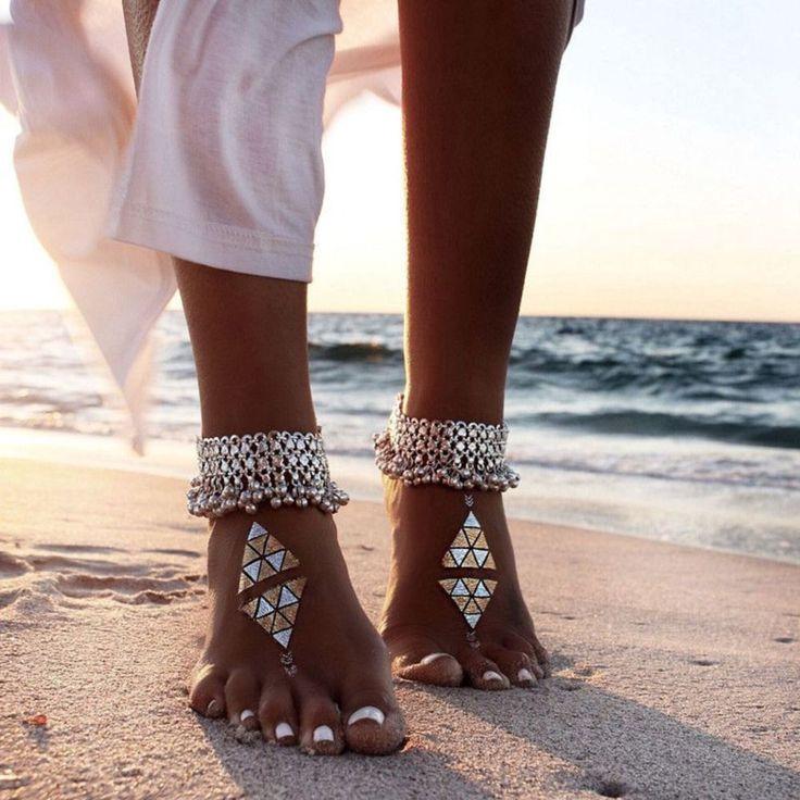 Awesome 38 Cute Ankle Bracelets Women Style Ideas from https://www.fashionetter.com/2017/06/09/38-cute-ankle-bracelets-women-style-ideas/