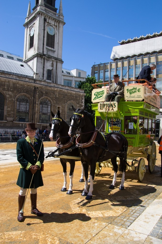 One of the horse-drawn carriages taking part in the annual 'cart making ceremony' in the City of London todayPferde Hors