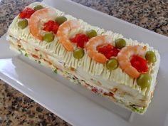 Pastel de pan de molde vegetal con gambas y atún