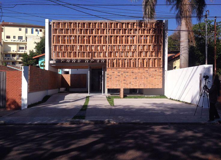 Galería de Clínica Médica y Vivienda / Luis Elgue, Cecilia Román - 1