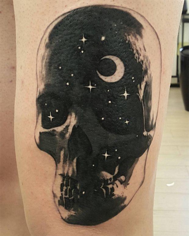 #tattoofriday - Tatuagens realistas do italiano Gabriele Pais - Caveira;