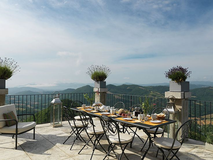 Luxury villa to rent in Umbria   SJ Villas   Santa Maria Tiberine, private pool, sun terrace, maid service, Sleeps 10.