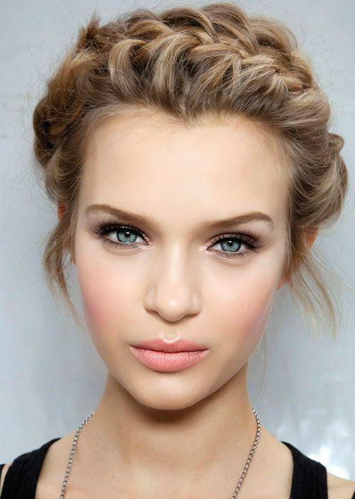 No hay nada mejor que lucir un maquillaje muy natural el día de tu boda combinado con un bonito peinado como este www.utopik.com.mx