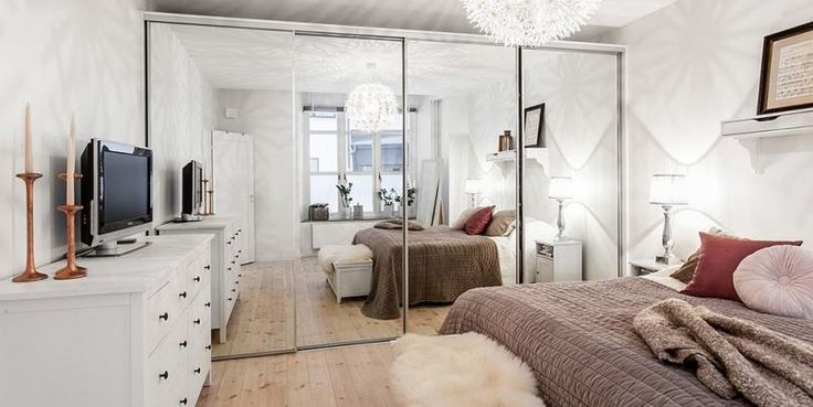 Bedroom, huge mirror