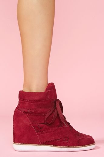 If these are in fact real shoes. This would be an excellent 23rd birthday present. In black please :)