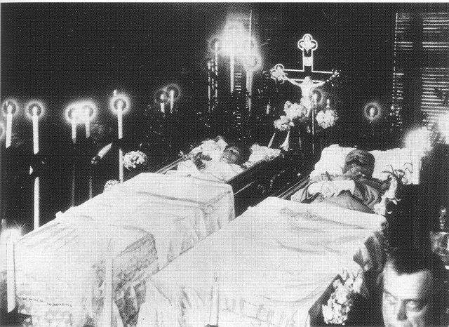 The embalmed bodies of Archduke Franz Ferdinand and Duchess Sophie in their caskets 29 June 1914 view 4    The bodies of Archduke Franz Ferdinand and his wife, Duchess Sophie of Hohenberg, lying in state (either at the Konak or in Sarjaevo Town Hall) the day after the assassinations. The open coffins are surrounded by a guard of honor of courtiers and soldiers in full dress uniform.