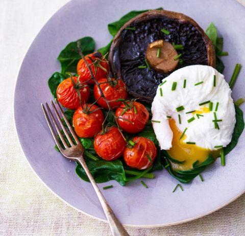 5:2 kuren: Porcherede æg med spinat (124 kalorier) | Slankeklubben.dk