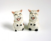 Vintage Pig Salt and Pepper Shakers From Wise Apple Vintage on Etsy $12.00