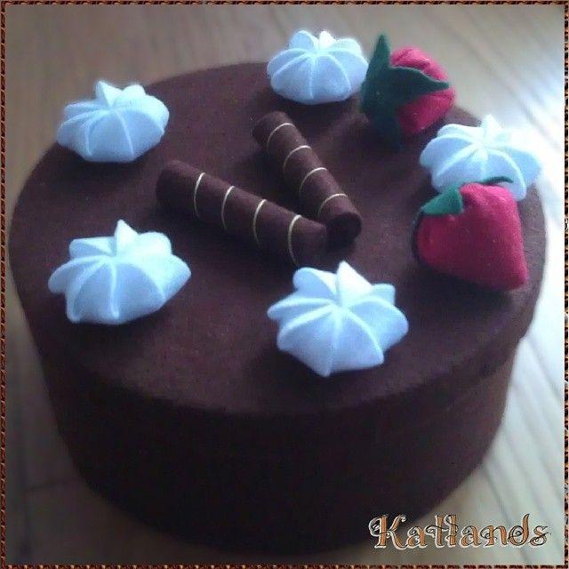 Scatola rivestita in feltro a forma di torta - Felt cake box