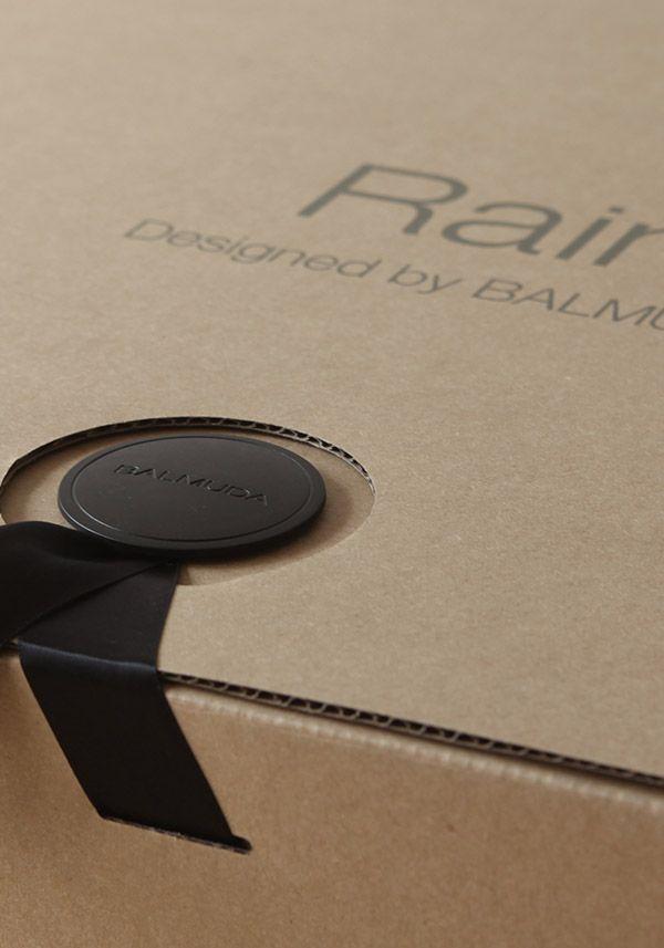 BALMUDA Rain | 空気を洗う美しい加湿器。2013年モデルのパッケージはリボンでとめられています。