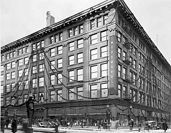 1927 – North West Abbott and Hastings. Woodwards Department Store. VPL Number: 10419. Photographer: Leonard Frank.