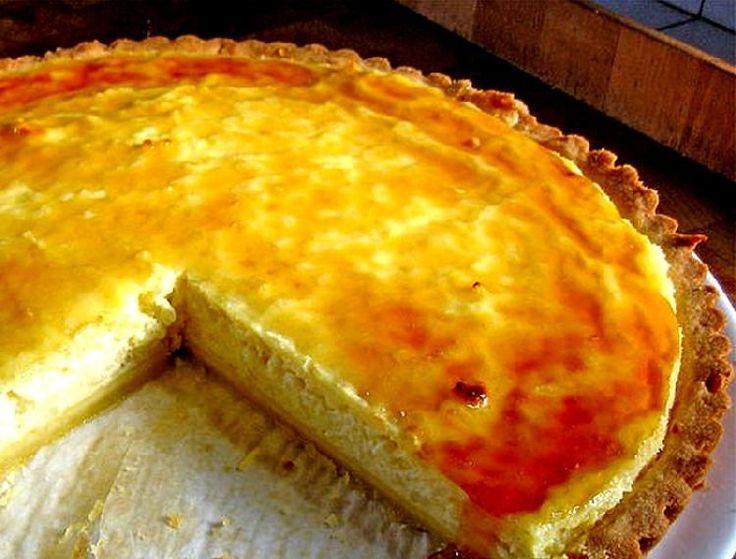 Una tarta de manzanas con el agregado de leche condensada, huevos y ese toque de canela que la hace diferente a las comunes y la transforma en casi un flan