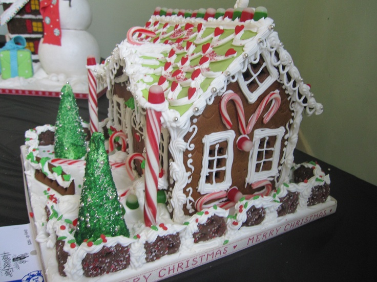 151 best Gingerbread houses images on Pinterest ...