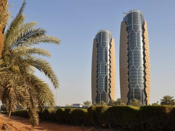 Al Bahar Towers Install Computer Controlled Sunscreens