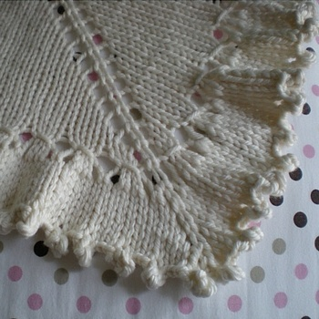 beautiful ruffle-edged baby blanket pattern (knit)