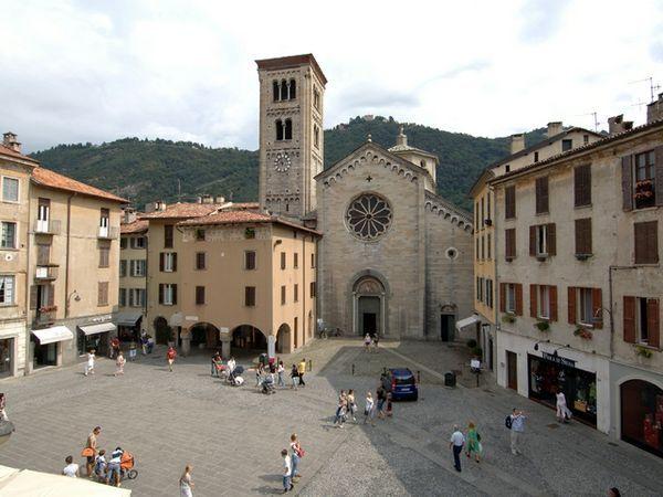 Piazza San Fedele, Como #como