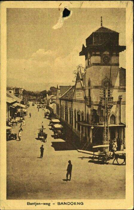 Bantjeuweg te Bandoeng 1900-1920.
