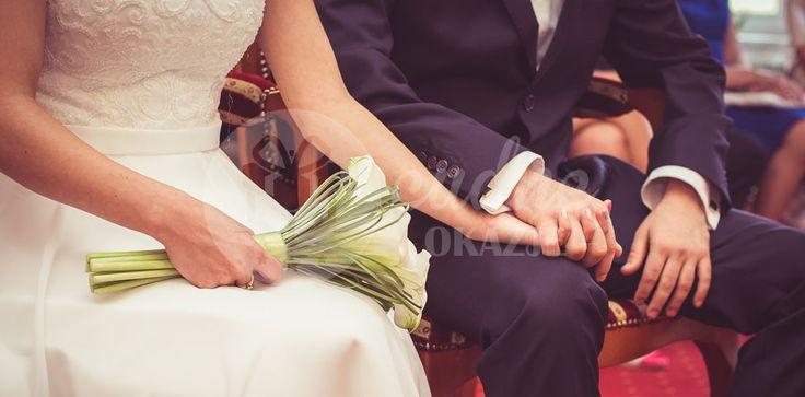 Jaka forma Was interesuje? Klasyczna czy nietopowa przysięga ślubna? Preferujecie tradycyjne podejście, czy nowoczesne przysięgi małżeńskie?