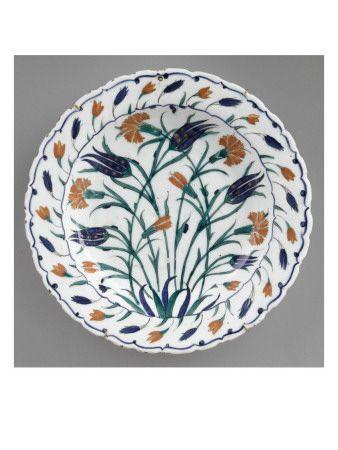 Plat aux oeillets rouges et tulipes bleues aux longues tiges - Musée national de la Renaissance (Ecouen)