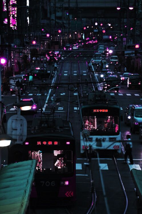 ruipin:    debt:    Tokyo    I've reblogged this so many times but I am going to keep doing it, its a great picture.        props to whoever took this, it's amazing