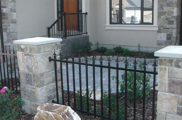 Front yard patio landscaping pictures with wrought iron for Front yard courtyard design