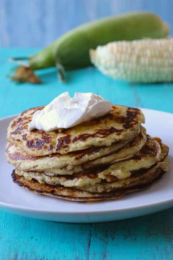 Chorreadas (crêpes traditionnelles du Costa Rica préparées avec du maïs frais, servies pour le petit déjeuner, le déjeuner ou en snack)