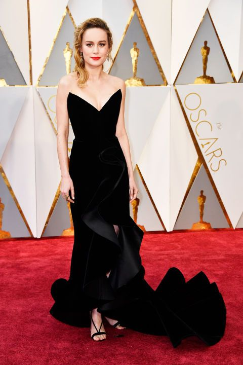 Brie Larson was magnificent in a classic yet modern custom Oscar de la Renta velvet gown at the Academy Awards. She completed the look with side swept waves and a red lip.
