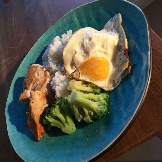Axlar/bröst   Therese Berglund   kyckling ris broccoli stekt ägg