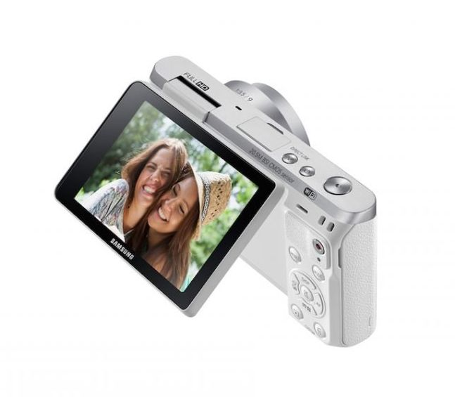 White NX Mini Camera by Samsung. Perfect camera for you who love to selfie, this camera is ultimate selfie machine. White color with ultra slim and stylish design, you can flip the screen for a perfect selfie, you also can capture and share your picture to your phone. http://www.zocko.com/z/JKJGi