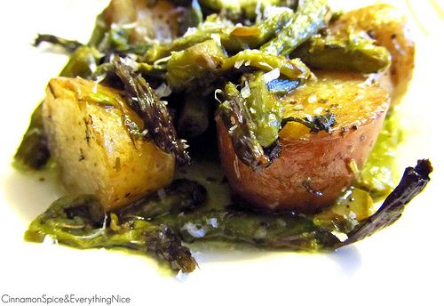 Roasted potatoes & asparagus with dry Italian seasoning