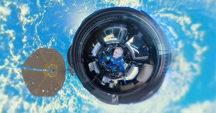See the Earth as ISS astronauts see it - http://howto.hifow.com/see-the-earth-as-iss-astronauts-see-it/