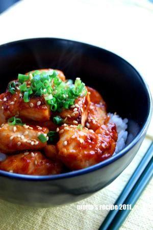 楽天が運営する楽天レシピ。ユーザーさんが投稿した「おひとり様ランチ☆パパッと簡単!トリテリ丼♪」のレシピページです。一人のお昼は簡単にすませたい!でもおいしいもの食べたい!洗い物は少なくしたい!そんな時にいかがでしょ♪。鶏丼。鶏胸肉,塩コショウ,☆酒,☆みりん,☆しょうゆ,☆酢,☆砂糖,ご飯,万能ねぎ&ゴマ