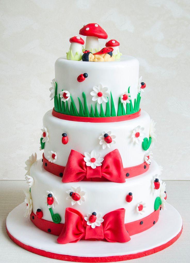 Alege modelul si compozitia, personalizeaza-ti culorile si detaliile asa cum iti doresti, pentru un tort de botez asa cum ti-ai dorit.