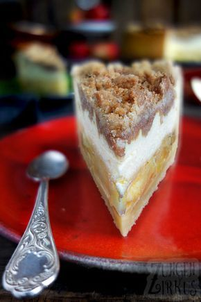 Apple cheese cake with crunchy cinnamon crumble