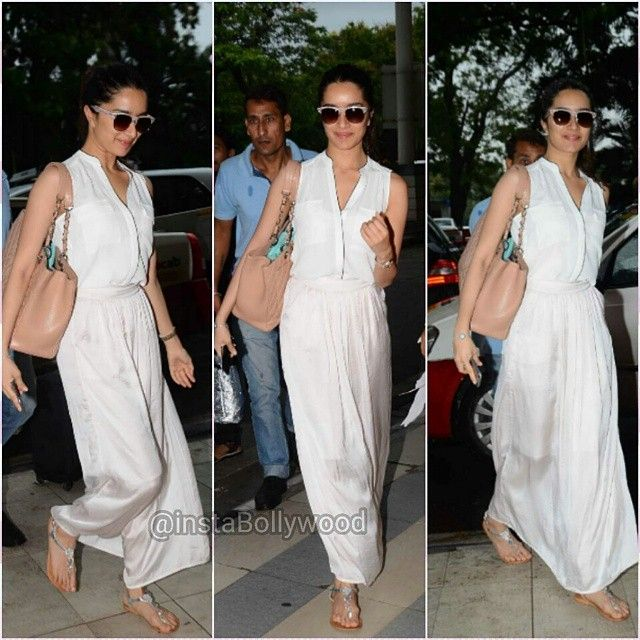 Shraddha Kapoor snapped at Mumbai airport. Shraddha and Varun will be in Delhi/Chandigarh today to promote ABCD 2.  #instabollywood #bollywood #shraddhakapoor #varundhawan #abcd2 #delhi #gurgaon #noida #chandigarh