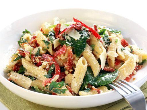 moutarde, penne, pignon, tomate séchée, olive verte, mâche, pesto, parmesan, feta