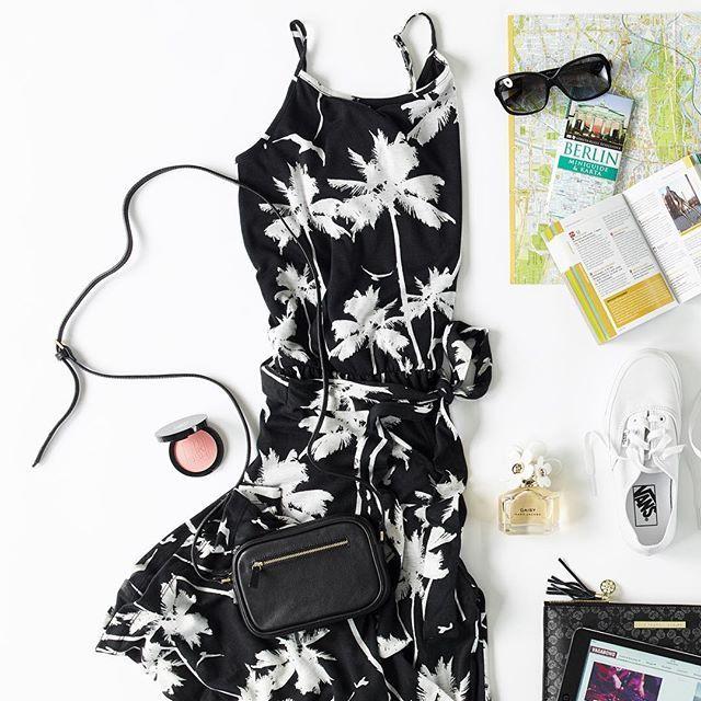 Наши горячие советы для города отдых в удобную обувь, хорошие солнцезащитные очки и тонкие стильную одежду - упаковать все в выходные сумке!  Счастливого пути!  #myholidaystyle #getreadyforthecity #packinglist #canon #sttropez #secondfemale #vans