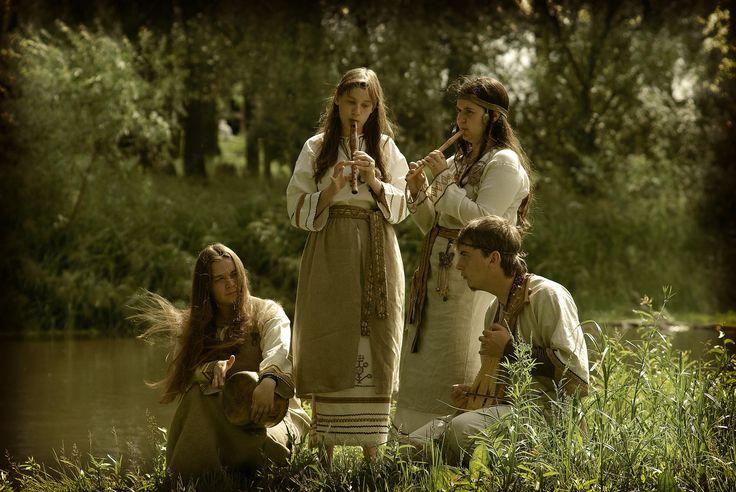 Znalezione obrazy dla zapytania bębny w muzyce słowian