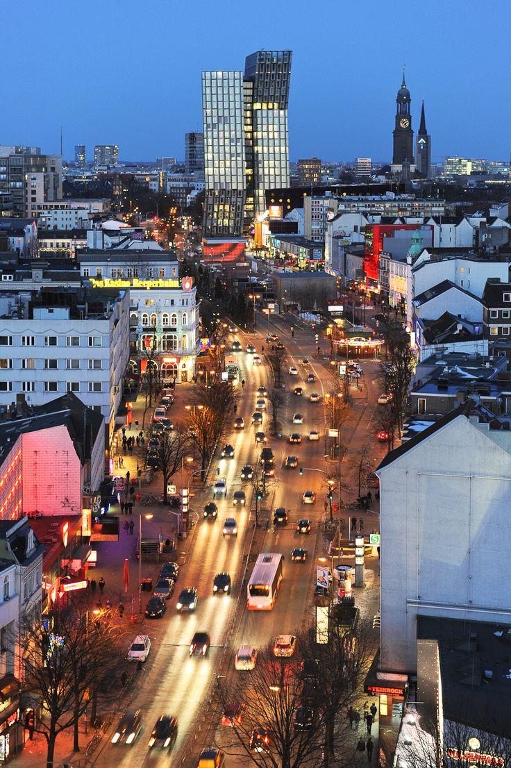 Reeperbahn Hamburg zur blauen Stunde