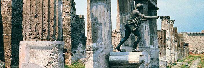 Nápoles (Italia) - Un mundo de riqueza artística, cultural y humana que late entre la colina de Posillipo y las pendientes del Vesubio. Déjate mecer por su melodía.