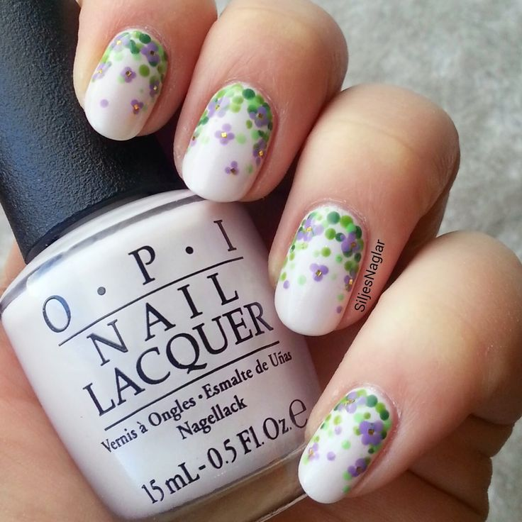 Kaskad av blommor. Garden nails nail art, dotticure. OPI - Chiffon my mind, OPI - Don't mess with OPI, OPI - Green-witch village och OPI - You are so outta lime. OPI - Do you lilac it