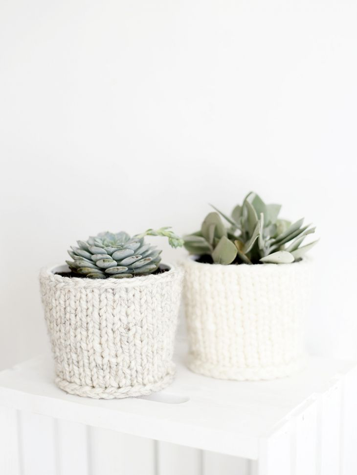 """DIY Knit Planter Cover @themerrythought - what an adorable way to """"cozy up"""" indoor plants for winter."""