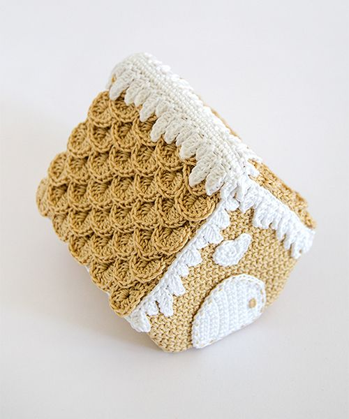 amigurumipatterns: beautiful gingerbread house. Crochet pattern.
