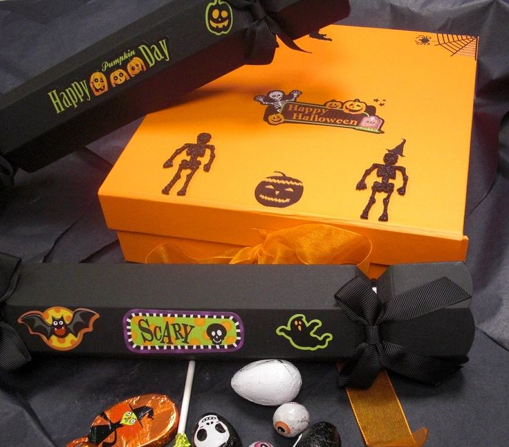 Happy Halloween! Our orange gift box and black celebration crackers make great trick or treat gift packaging.