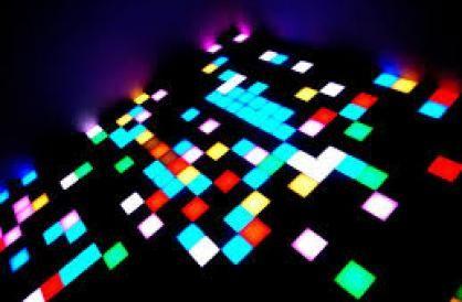 Exposer la musique électronique pourrait paraître en soi paradoxal : la musique s'écoute, se vit, se danse, s'expérimente, se ressent.Elle ne s'observe pas !  Et pourtant, découvrir son histoire, sa culture, c'est en réalité la décrypter et la comprendre