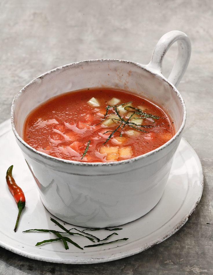 Soupe de pastèque, melon par Alain Ducasse En pleine saison des pastèques et des melons, réalisez cette soupe froide de fruits, parfumée au gingembre, à l'eau de fleur d'oranger et au piment. Pour une dernière touche de fraîcheur, ajouter la menthe et la coriandre hachées.