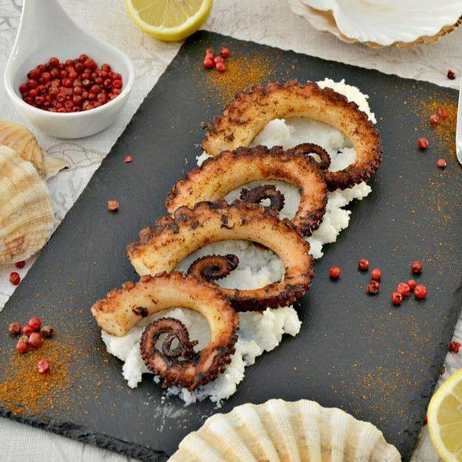 """Polentina bianca soffice tentacoli croccanti e saporiti per il pranzo di oggi!  Ricetta suwww.ifood.it  cerca: """"Polpo croccante""""  #ifoodit #ifoodrecipe by ifood_it"""