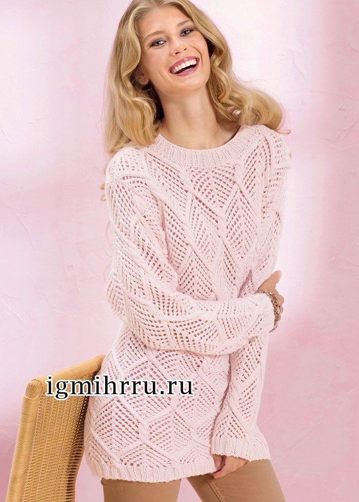 Удлиненный розовый пуловер с большими ажурными ромбами. Вязание спицами
